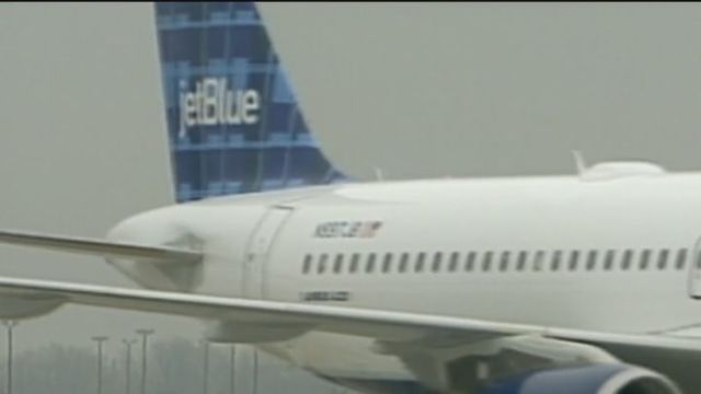 Airlines offering $1000 bonuses to employees