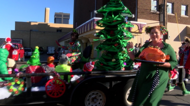 Christmas parade float2_1513186217635.jpg