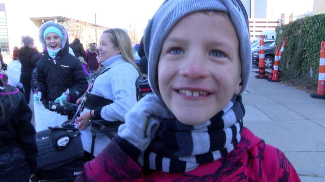 Christmas parade kid5_1513186235618.jpg