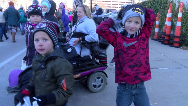 Christmas parade kids4_1513186210806.jpg