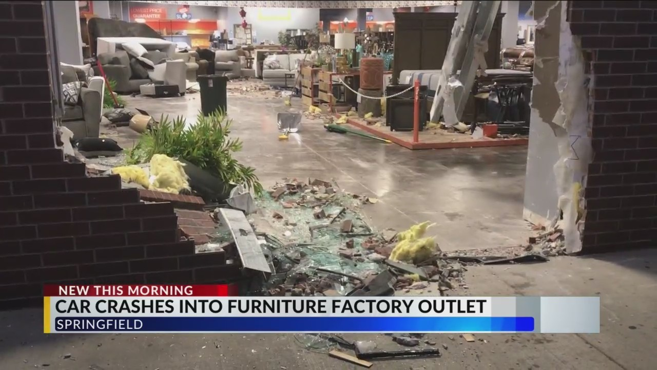 Car Slams Into FFO Store Causing Heavy Damage